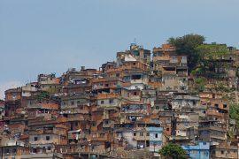 Учить детей из бразильских фавел