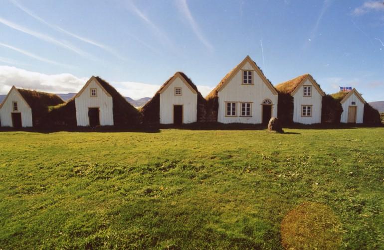 Волонтером на семейную ферму в Исландии