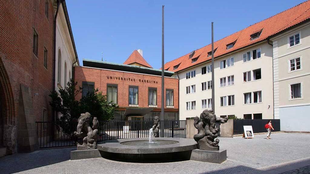 Здание Карлова университета в Праге