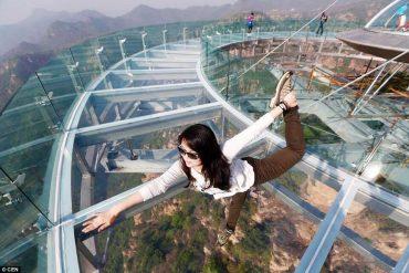 В Китае открылась самая большая стеклянная площадка в мире