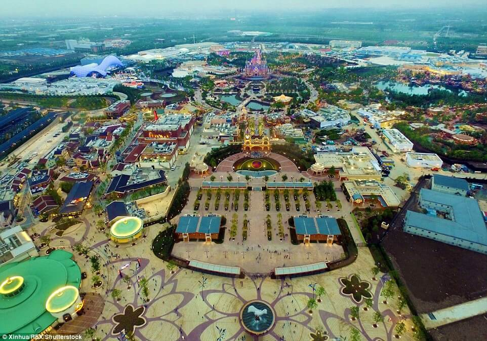 Шанхайский Диснейленд открылся в пробном режиме