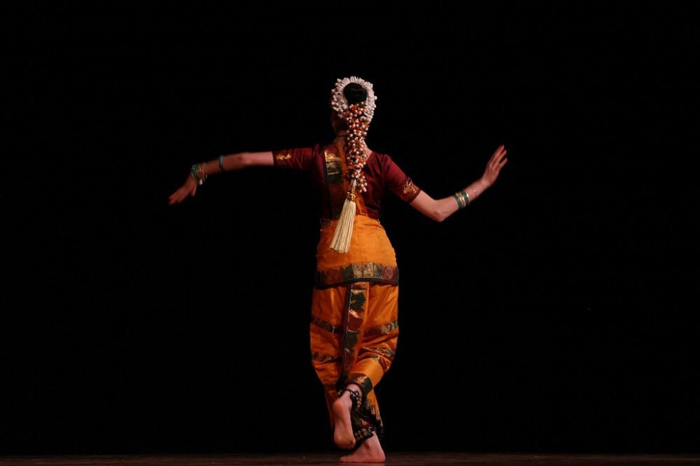 indiyskie-tantsyi