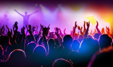 День музыки во Франции Ценовая категория: Рубрикатор: Страна: Франция Город: Париж Дата проведения: 21 июня Температура: +25/+30 http://www.wunderground.com/history/airport/LFPG/2012/6/21/DailyHistory.html?req_city=%D0%9F%D0%B0%D1%80%D0%B8%D0%B6&req_state=&req_statename=France Почему сейчас: Самый длинный световой день в году – это еще и самый музыкальный день. На улицу выходят все, кто так или иначе имеет отношение к музыке, и играет на том, на чем умеет. Париж наполняется звуками: в концертных залах, в филармониях, на улицах, в переходах, во дворах, в барах и кафе раздается музыка различных жанров и направлений. Описание: Парады оркестров, концерты, в которых принимают участие как всемирно известные, так и начинающие артисты, исполняющие музыкальные произведения абсолютно всех жанров, от классической музыки до самых современных течений. Многие музыканты специально в этот день приезжают во Францию, чтобы выступить на сценических площадках, на которых царит невероятно праздничная и дружественная атмосфера.В этот день можно услышать все, кроме тишины. До следующего утра ее просто не существует, зато веселья, радости и французского вина – много! Виза: необходима Как добраться: Из Москвы в Париж совершают регулярные рейсы авиакомпании Аэрофлот, AirFrance, Transaero и др. Время в пути около 3 часов. Рекомендуемые отели: 1. Select Hotel*** http://www.selecthotel.fr/ Отель Select расположен в самом центре Латинского квартала, в оживленном 5 округе Парижа. Здесь представлено сочетание классической архитектуры и современного дизайна. Многочисленных станций метро в окрестностях отеля позволяют легко доехать до достопримечательностей Парижа. Люксембургский сад расположен в 3 минутах ходьбы от отеля, а до фонтана Сен-Мишель можно дойти за 10 минут. Для любитей комфортного отдыха. 2. Concorde Montparnasse**** http://www.concorde-hotels.com/en/hotels/index.aspx? Отель расположен на левом берегу Сены в районе Монпарнас. Вас ждут элегантные современные номера. Из окон номеров, вых