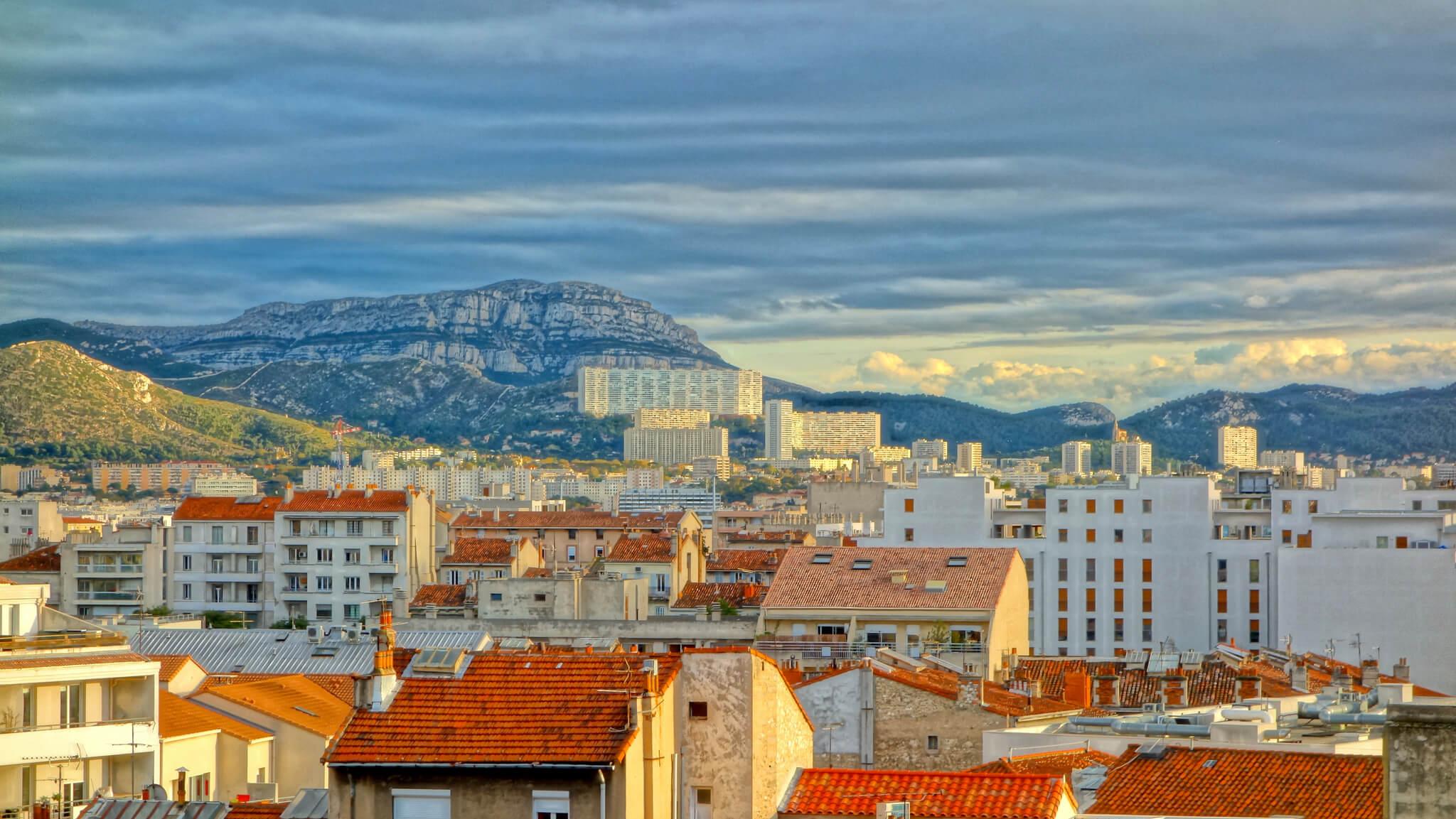 Волонтером в хостел в Марселе