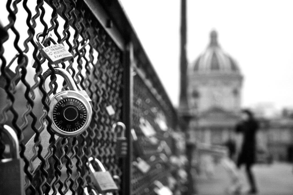 Мост искусство в Париже