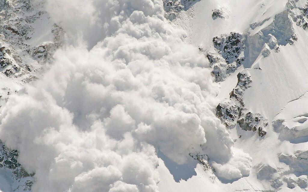 Лавина в горах Тянь-Шань