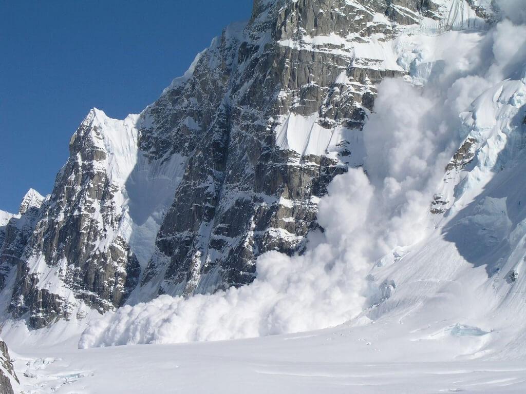 Сход лавины на Аляскинском хребте