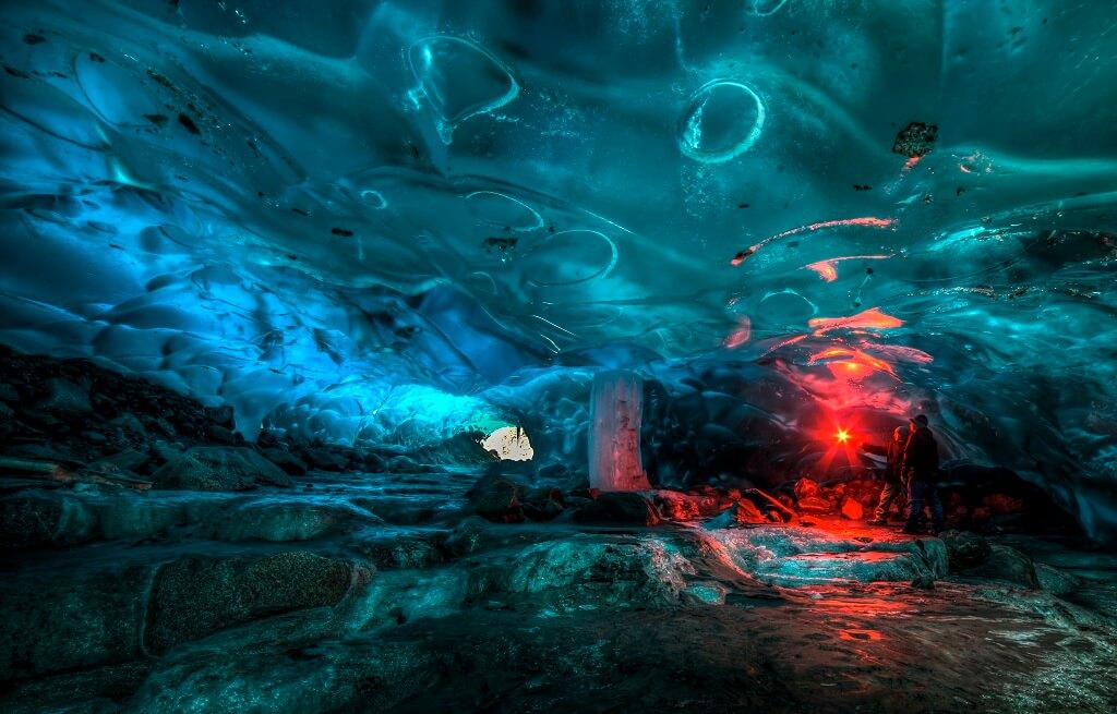 Пещеры под ледником Менденхолл