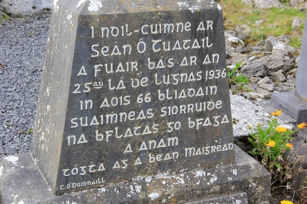Надпись на гэльском языке. Ирландия