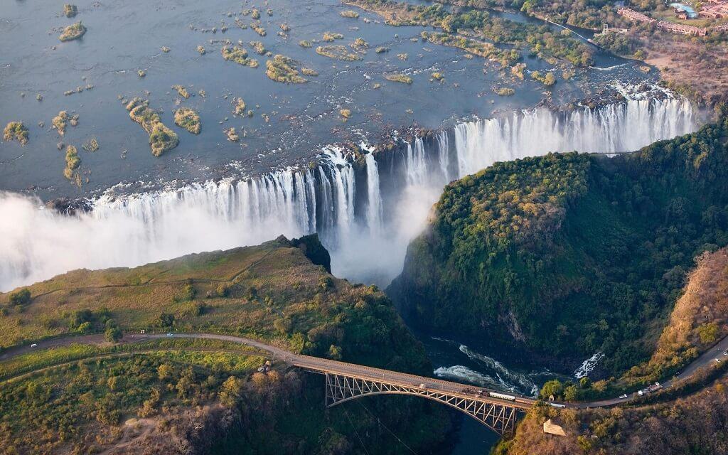 Вид на водопад Виктория с высоты. Замбия