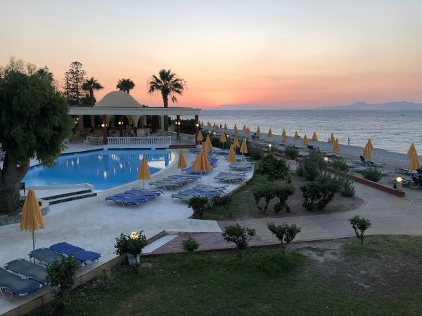 Отличный пятизвздочный отель в Тунисе расположенный у моря с шикарными пальмовыми садами и собственным песчаным пляжем
